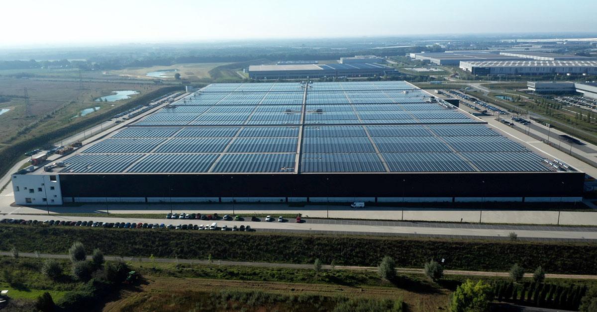 カルバン・クライン、TOMMY HILFIGERのPVH、オランダの倉庫に世界最大規模の屋根上太陽光発電を設置