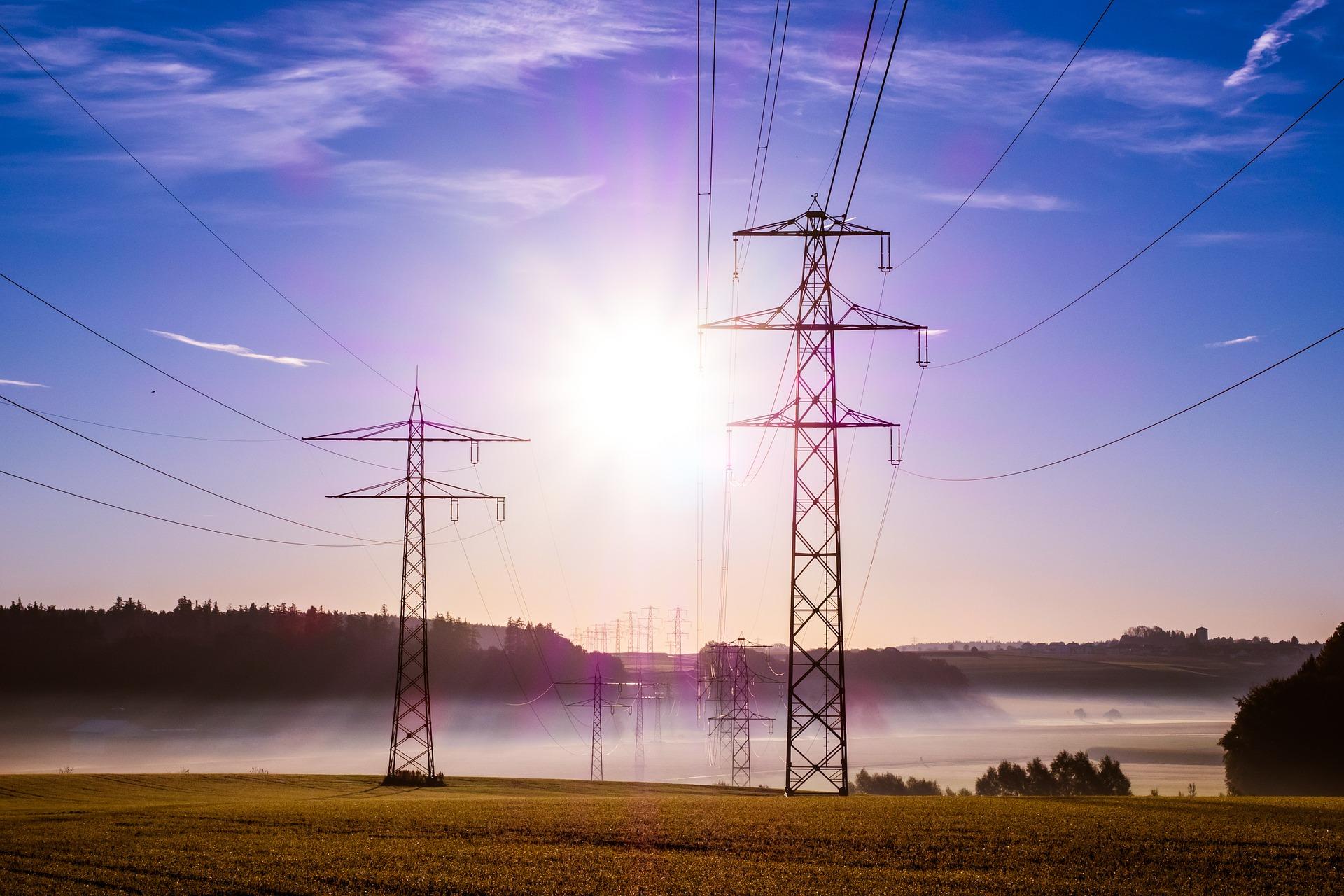 電気の安定共有を支える「送電線」について